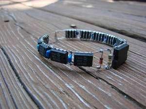 xdiy-electronic-bracelet.jpeg.pagespeed.ic._q7RrzBQnk
